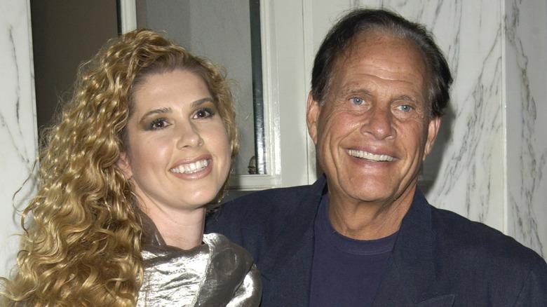 Ron Popeil smiler ved siden av kona Robin