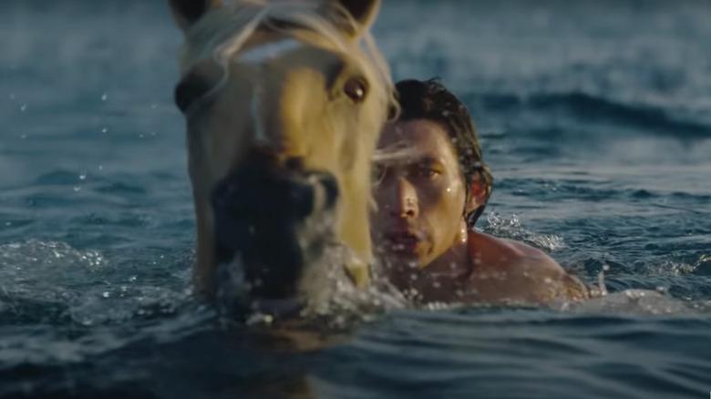 Adam Driver i vann med hest