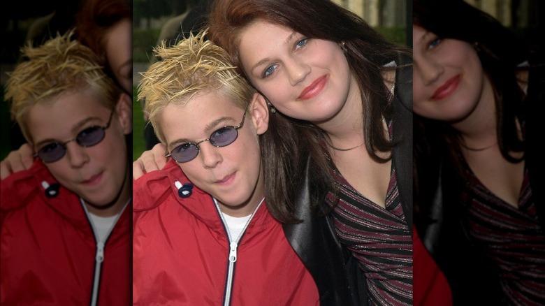 Aaron Carter og Leslie Carter smiler