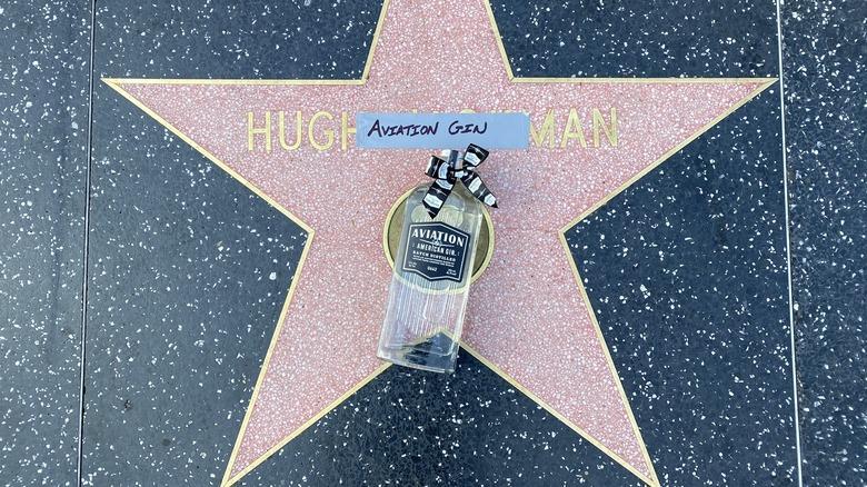 Aviation Gin-flaske på Hugh Jackmans Hollywood Walk of Fame-stjerne