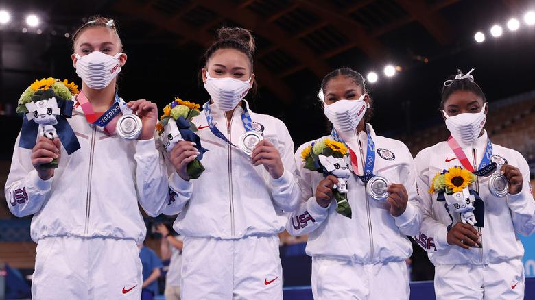Grace McCallum, Sunisa Lee og Jordan Chiles, og Simone Biles i OL