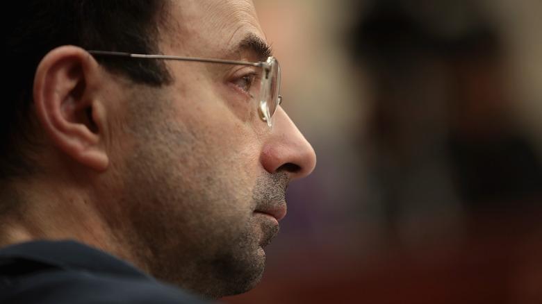 Larry Nassar lytter til utsagn om konsekvensene av offeret