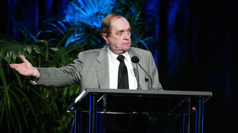 Bob Newhart snakker