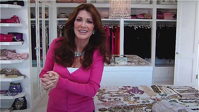 Lisa Vanderpump i garderobeskapet sitt