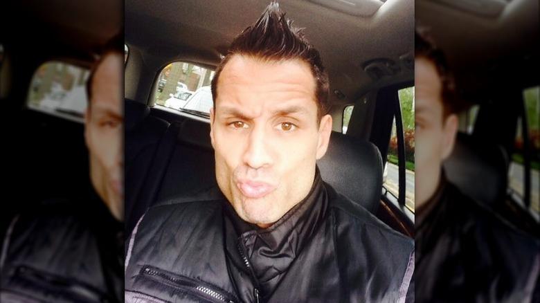Charlie Balducci poserer for selfie