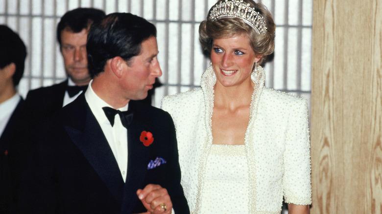 Prins Charles og prinsesse Diana smiler