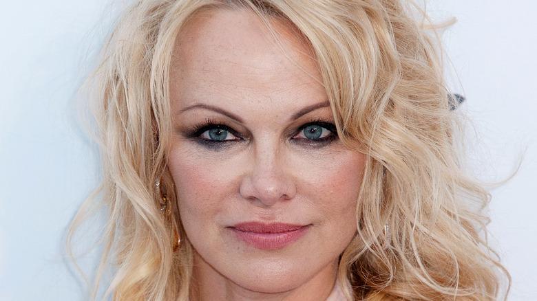 Pamela Anderson på rød løper