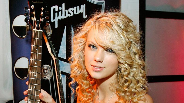 Taylor Swift med en gitar