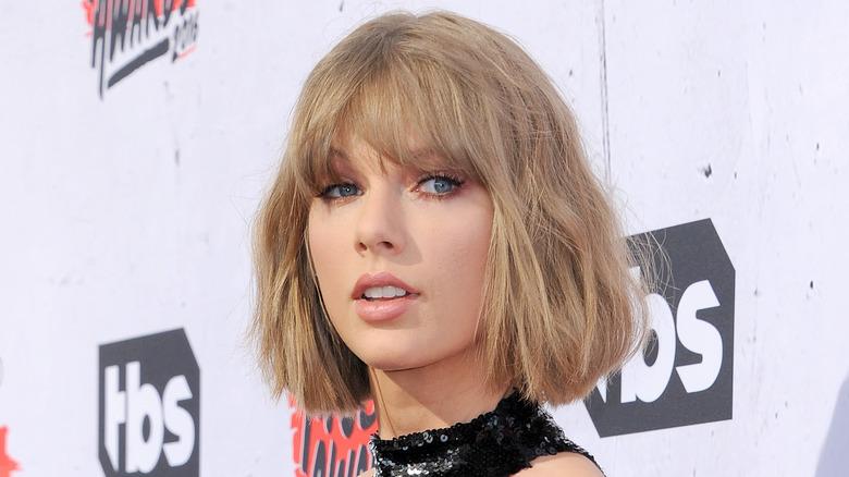 Taylor Swift med kort hår