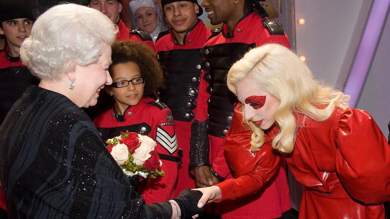 Lady Gaga møter dronning Elizabeth II