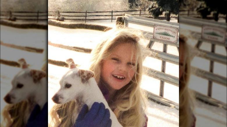 Taylor Swift holder en hund