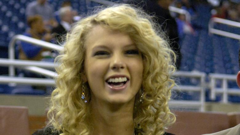 Taylor Swift på en baseballkamp