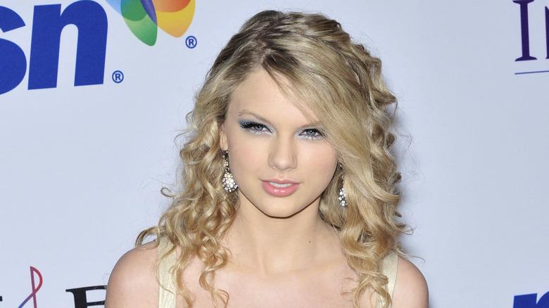 Taylor Swift med blå øyenskygge
