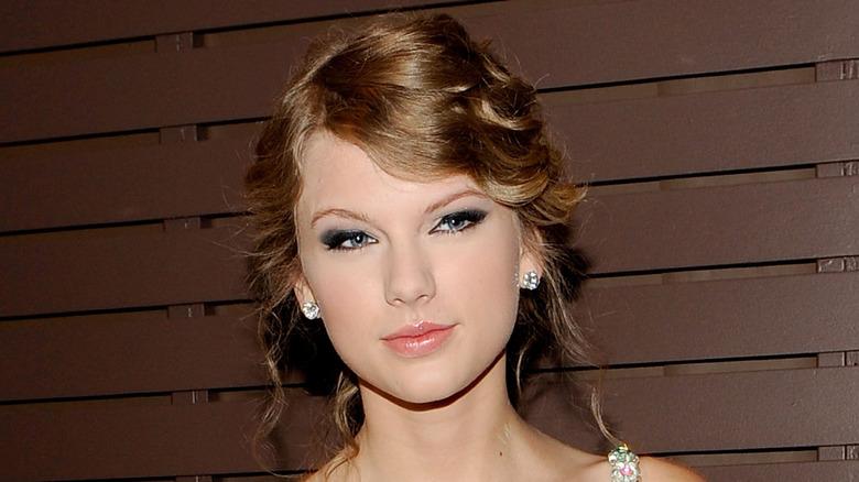 Taylor Swift poserer for fotografer