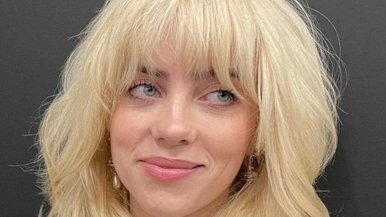 Billie Eilish smiler