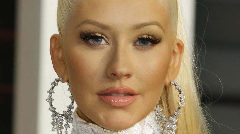 Christina Aguilera stirrer foran