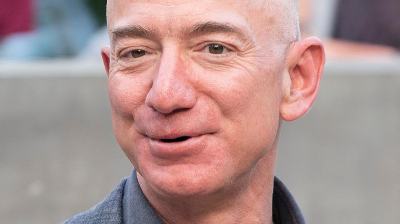 Jeff Bezos smiler