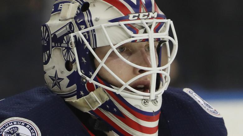 Matiss Kivlenieks spiller hockey