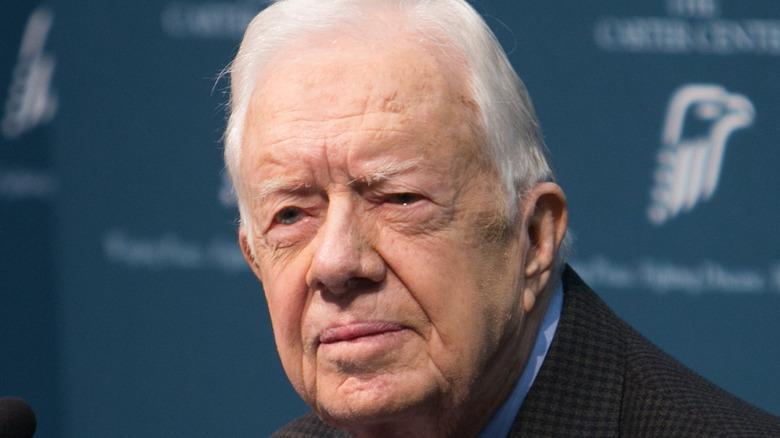 Jimmy Carter ser streng ut