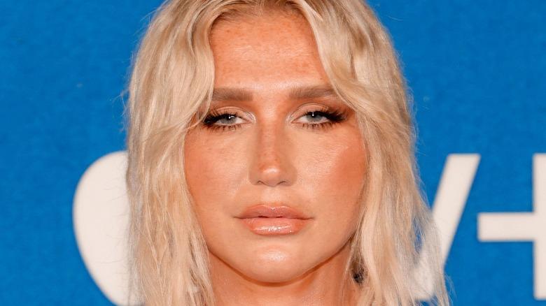 Kesha deltar på Apples