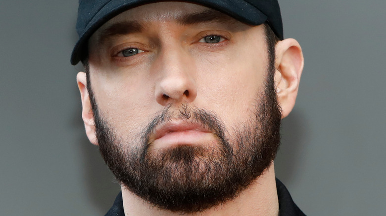 Eminem poserer