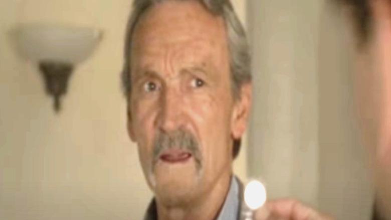 Muse Watson som Mike Franks, ser bekymret ut, skjermbilde av episoden