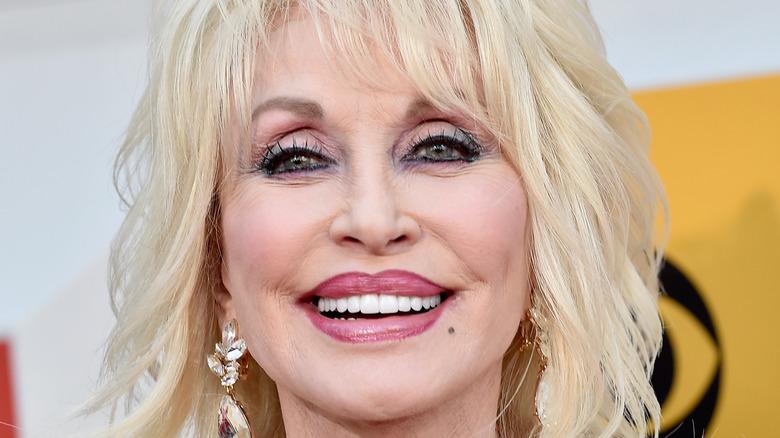 Dolly Parton deltar på den 51. Academy of Country Music Awards