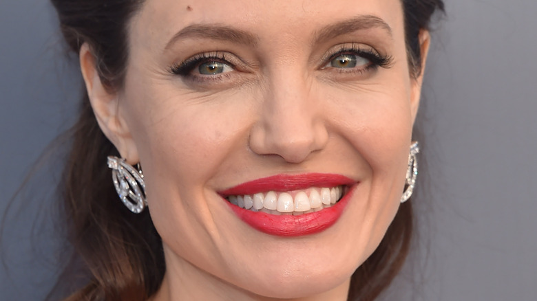 Angelina Jolie rød leppestift