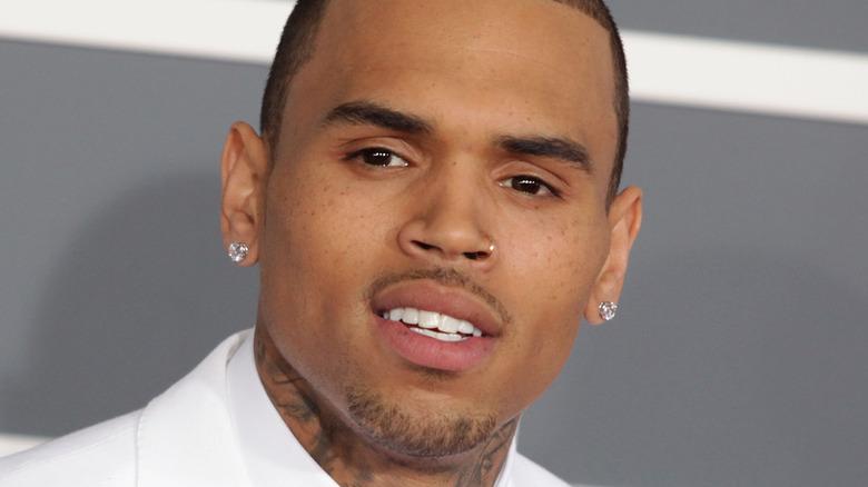 Chris Brown poserer