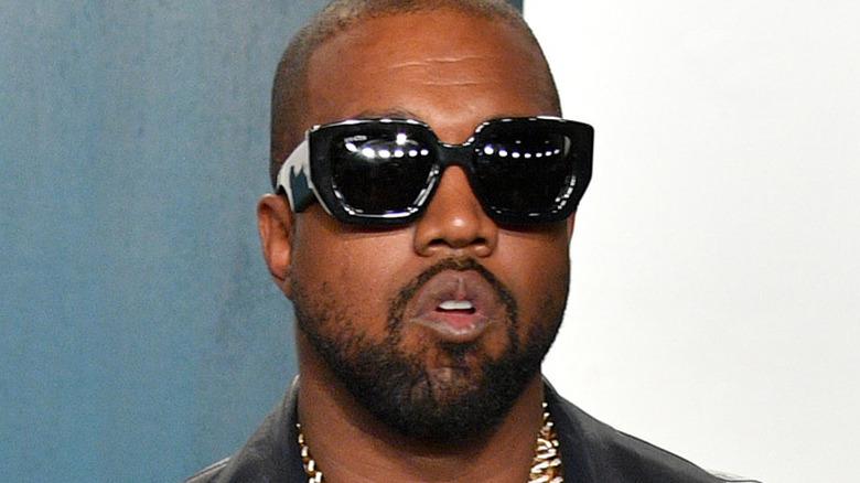 Kanye West deltar på Vanity Fair Oscar-fest 2020 som Radhika Jones arrangerte på Wallis Annenberg Center for the Performing Arts