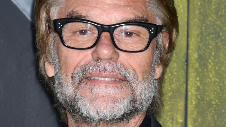 Harry Hamlin med skjegg og briller i 2017