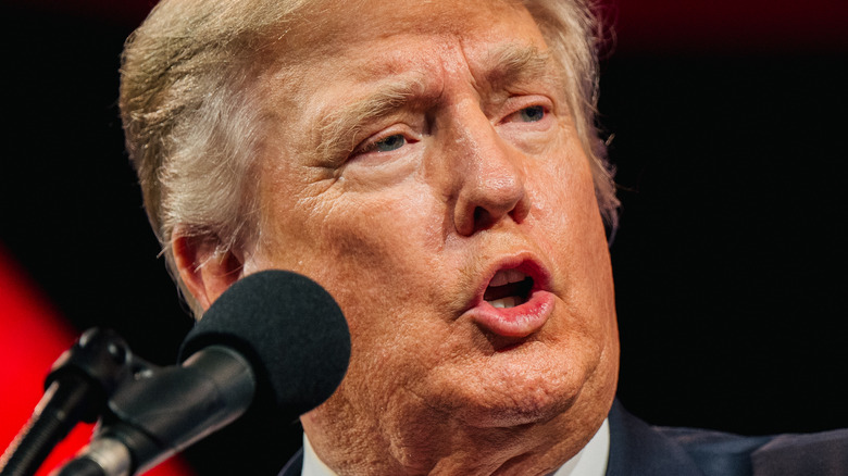 Donald Trump snakker på CPAC 2021