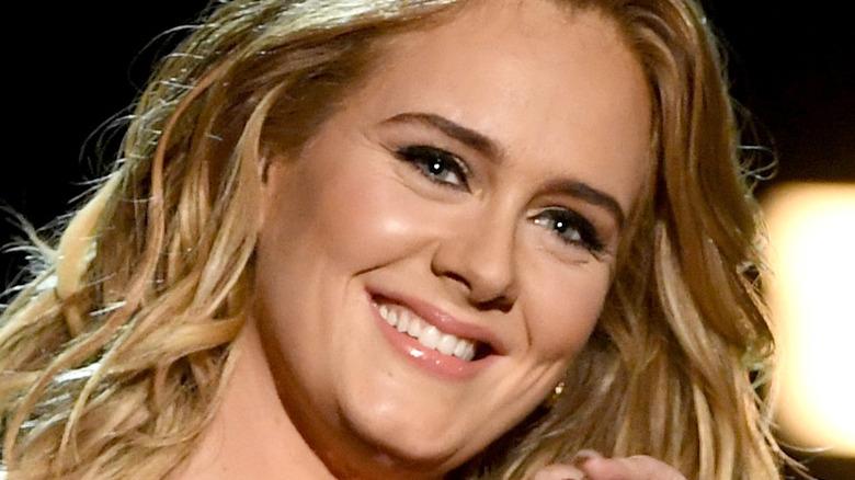 Adele smiler
