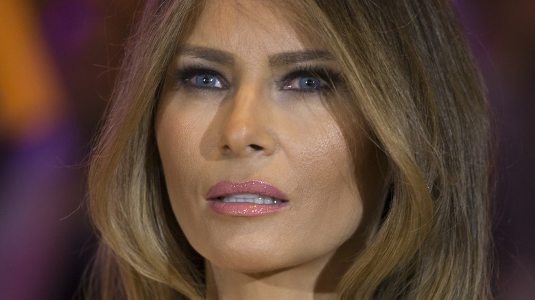 Melanie Trump med et nøytralt uttrykk