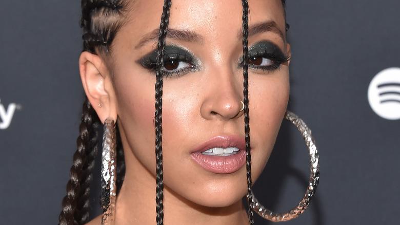 Tinashe stirrer foran