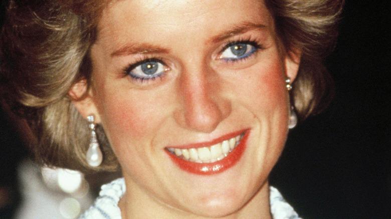 Diana, prinsesse av Wales, deltar på en middag i Frankrike i 1988