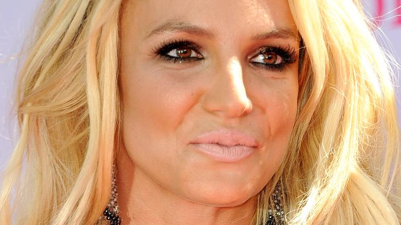 Britney Spears poserer på den røde løperen