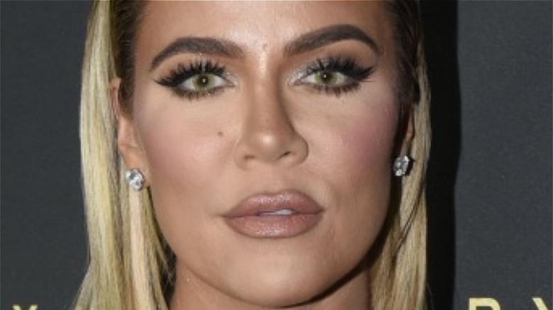 Khloe Kardashian poserer