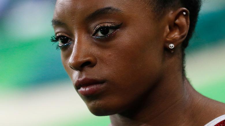 Simone Biles ser bestemt ut