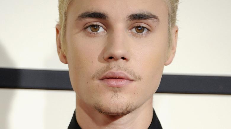 Justin Bieber poserer for kameraer