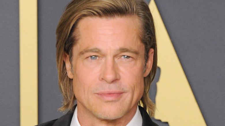 Brad Pitt ser på