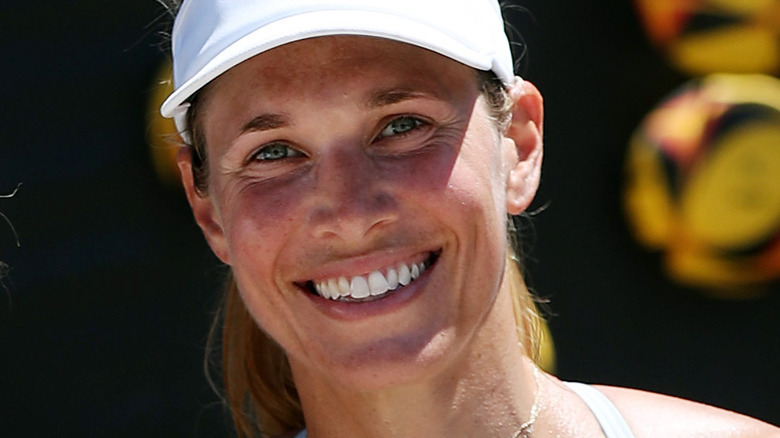 Alix Klineman smilende og iført visir