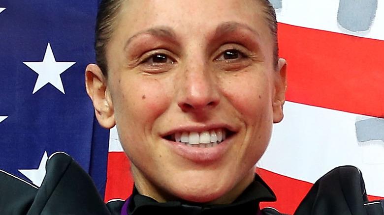 Diana Taurasi foran amerikansk flagg