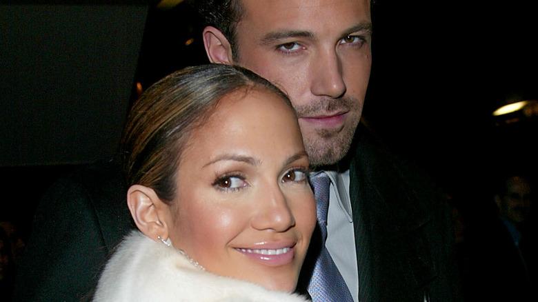 Ben Affleck og Jennifer Lopez smiler