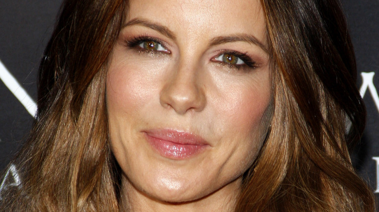 Kate Beckinsale med lepper presset sammen