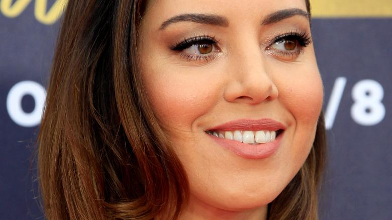 Aubrey Plaza smiler