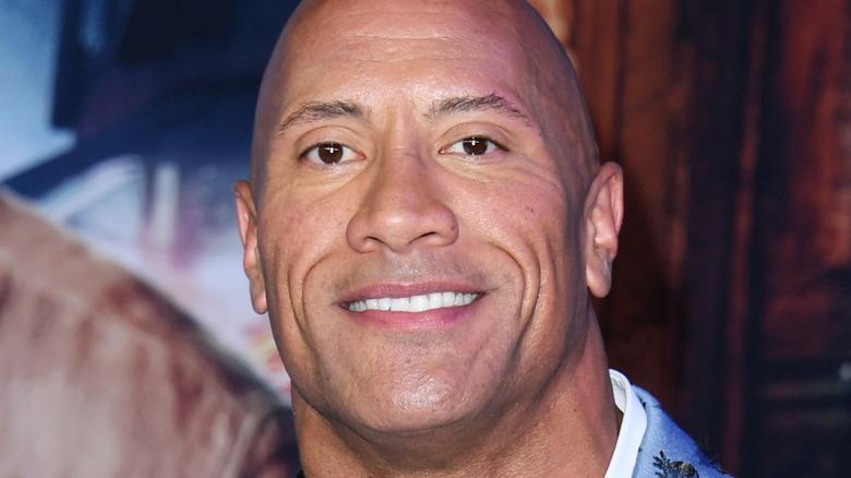 The Rock smilende rød løper