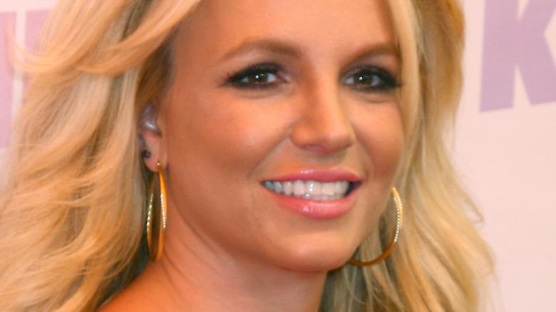 Britney Spears på den røde løperen i svart kjole