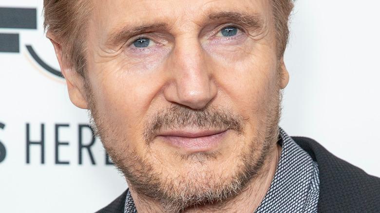 Liam Neeson poserer