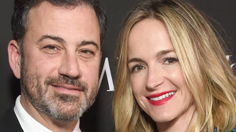 Jimmy Kimmel og Molly McNearney smiler